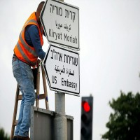 تركيب لافتات سفارة واشنطن بالقدس