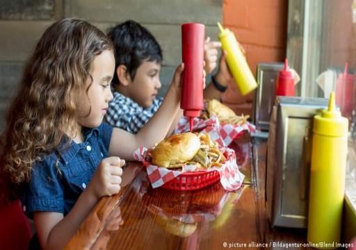 هل يحتوي طعام الأطفال على مواد مسرطنة؟