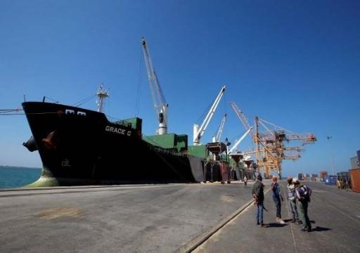 التحالف باليمن يرفض تفريغ شحنات وقود بميناء الحديدة