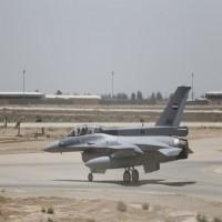 العراق يقصف مقرات لتنظيم الدولة بسوريا ويقتل العشرات