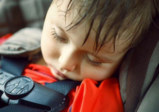لهذه الأسباب.. احذر من ترك الأطفال وحدهم داخل السيارة في حر الصيف
