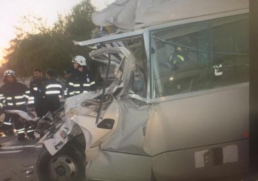 وفاة 6 أشخاص وإصابة 19 آخرين في حادث مروري مروع بأبوظبي