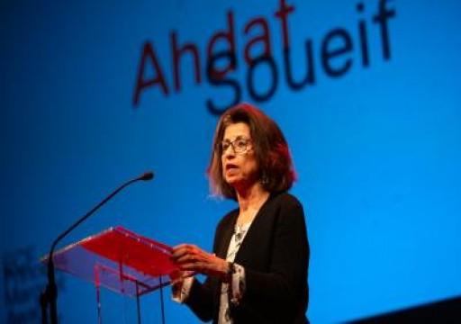 روائية مصرية شهيرة تنتقد في مهرجان بالإمارات قمع أبوظبي للحريات