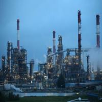وزير هندي يقول إن إيران تجاوزت السعودية في تصدير النفط إلى بلاده
