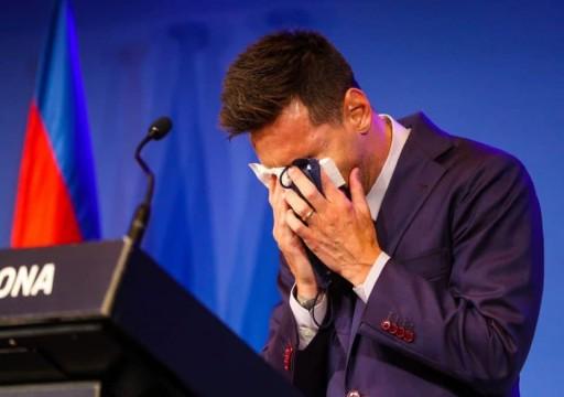"""خلال مؤتمر صحفي لإعلان رحيله.. ليونيل ميسي يودع """"برشلونة"""" بالدموع"""
