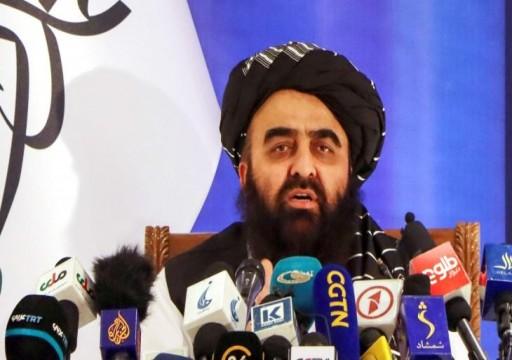 """طالبان تحذّر واشنطن من """"زعزعة استقرار"""" نظامها في أول لقاء مباشر"""