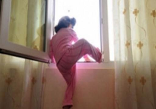 شرطة الشارقة تحقق في وفاة طفلة سقطت من شرفة منزلها