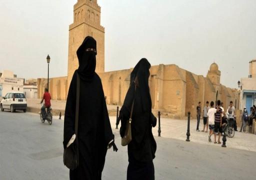 حكومة تونس تعلق مجدداً على قرار منع النقاب بدوائر الدولة