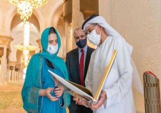 """وزيرة داخلية الاحتلال تتمشى في مسجد """"الشيخ زايد"""" وتزور واحة الكرامة بأبوظبي"""