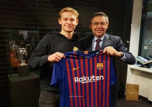 برشلونة يعلن التعاقد مع الهولندي دي يونغ لمدة 5 مواسم