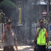 مقتل 6 وإصابة 35 جراء تفجيرات استهدفت ثلاث كنائس في اندونيسيا