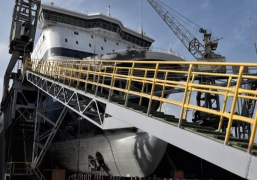 موقع لندني: إيقاف سفينة إماراتية باليمن للاشتباه بوجود أسلحة