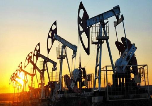 أسعار النفط قرب ذروة ثلاث سنوات بفعل تحسن الطلب وشح الإمدادات