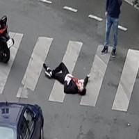 إصابة 4 في حادث طعن بباريس والشرطة تطارد المعتدي