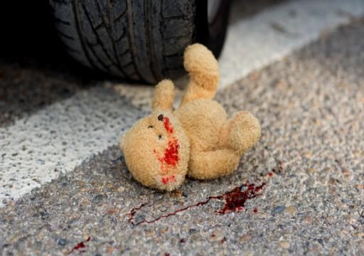 وفاة طفلتين وإصابة والدهما وشقيقتهما بحادث أليم في العين