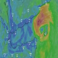 عُمان تعلق الدراسة في ظفار غداً مع اقتراب الإعصار المداري