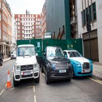 بعد حادثة الاعتداء على مواطن.. منع استخدام مركبات تحمل لوحات الإمارات في المملكة المتحدة