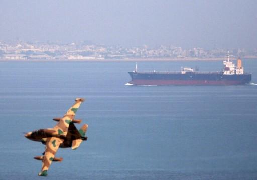 الحرس الثوري يحتجز مركبا يهرب النفط إلى الإمارات