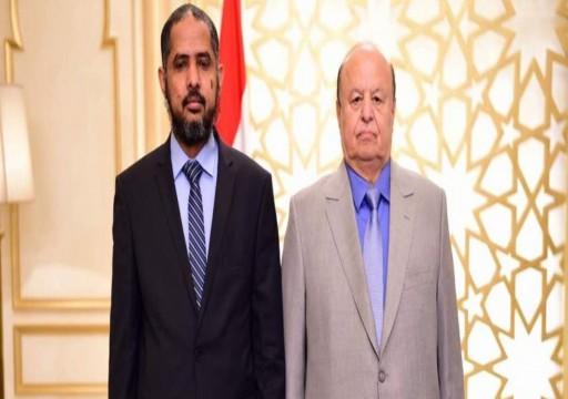 مسؤول يمني ينتقد أبوظبي ويدعو هادي للعودة إلى البلاد
