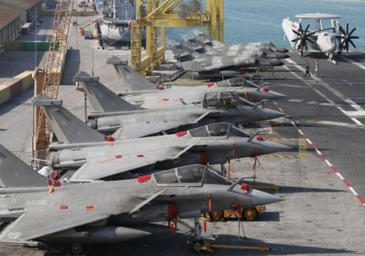 موقع استخباراتي فرنسي: باريس تعلق آمالها على أبوظبي لبيع مقاتلاتها الكاسدة