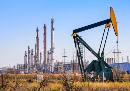أسعار النفط تصعد بدعم استمرار تراجع إنتاج الخام الأمريكي