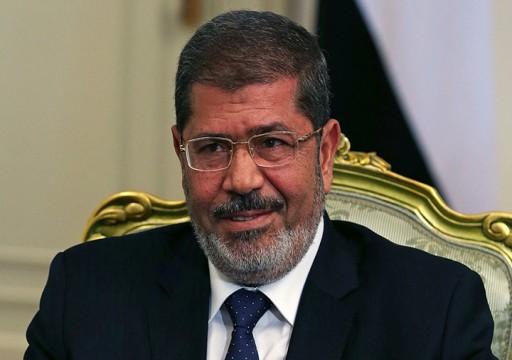 أسرة الرئيس مرسي: سابع رمضان يمر عليه في محبسه