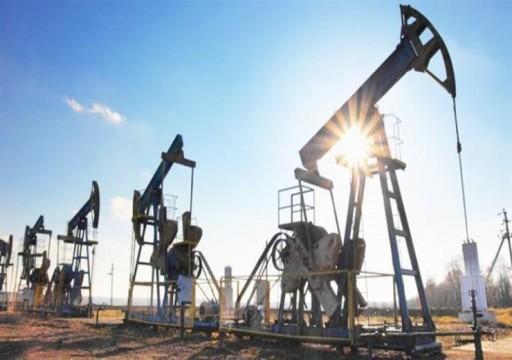 النفط يهوي لأقل سعر في أكثر من عام ويتكبد أكبر خسارة أسبوعية منذ 2016