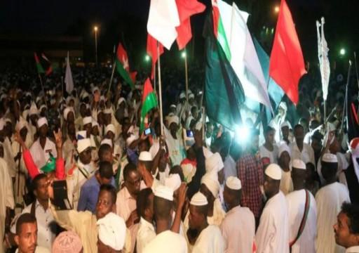 السودان.. البشير يعد بحل الأزمة والمعارضة تدعو للتظاهر غداً
