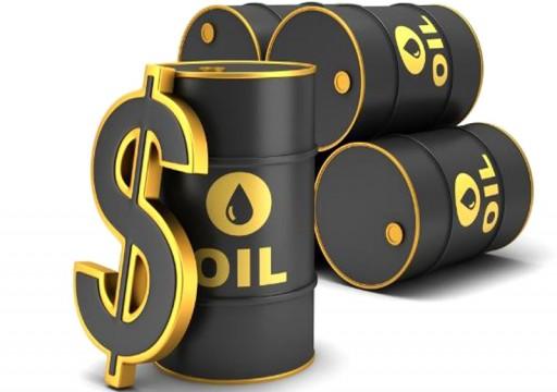 أسعار النفط تنخفض أكثر من دولار للبرميل