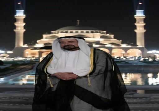 يسع أكثر من 25 ألفاً و500 مصلٍ.. سلطان القاسمي يفتتح مسجد الشارقة