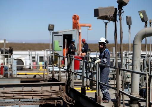 أسعار النفط تصعد وسط تعزيز جرعات ثالثة ضد كورونا
