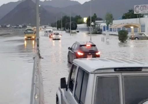 تعطيل الدراسة في بعض مدارس الفجيرة بسبب الأمطار الرعدية
