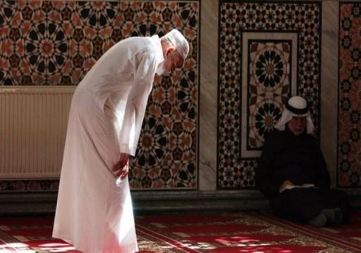 وفاة مسن واقفاً في صلاة الجمعة بالسعودية