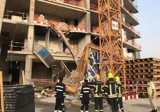 شرطة أبوظبي: وفاة عامل وإصابة 3 إثر سقوط رافعة في موقع قيد الانشاء