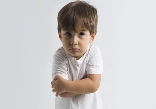 نصائح وحلول لكيفية التعامل مع الطفل العنيد