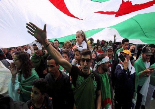 آلاف يحتجون مرة أخرى ضد النخبة الحاكمة في الجزائر