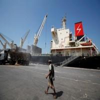 """التحالف العربي يتهم الحوثيين بتعطيل دخول 3 سفن إلى ميناء """"الحديدة"""""""