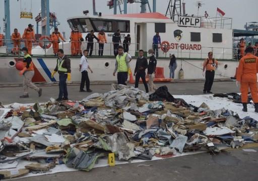 إندونيسيا تعثر على أجزاء من الطائرة المحطمة وتحدد موقعها