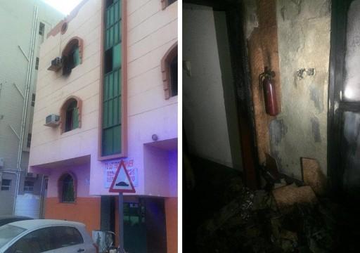 قفزا من الدور الثاني.. إصابة امرأة ورجل إثر حريق بناية سكنية بعجمان