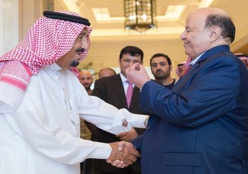 بعد تدخل الملك سلمان.. هادي يتراجع عن طرد الإمارات من اليمن