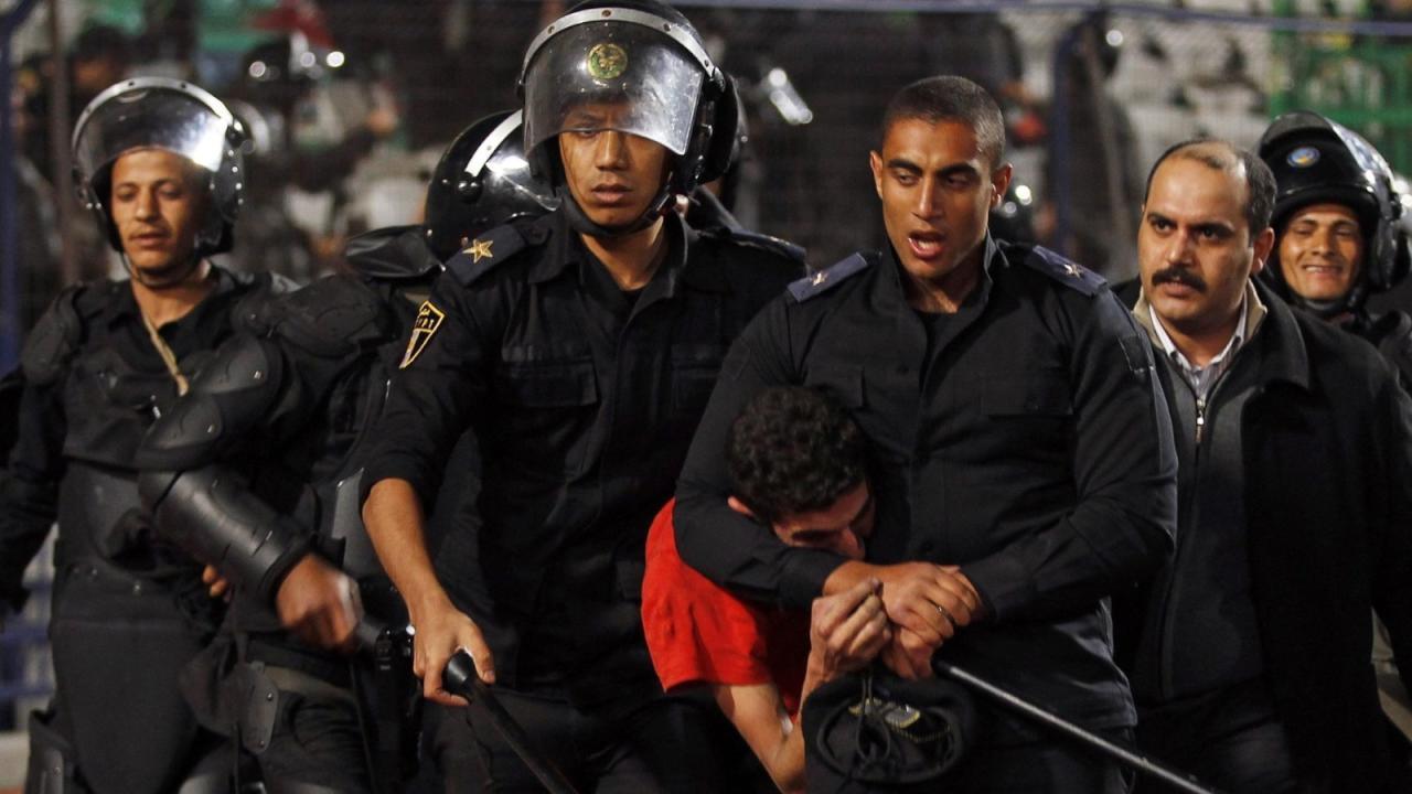 حبس 17 طالباً وطالبة بتهمة
