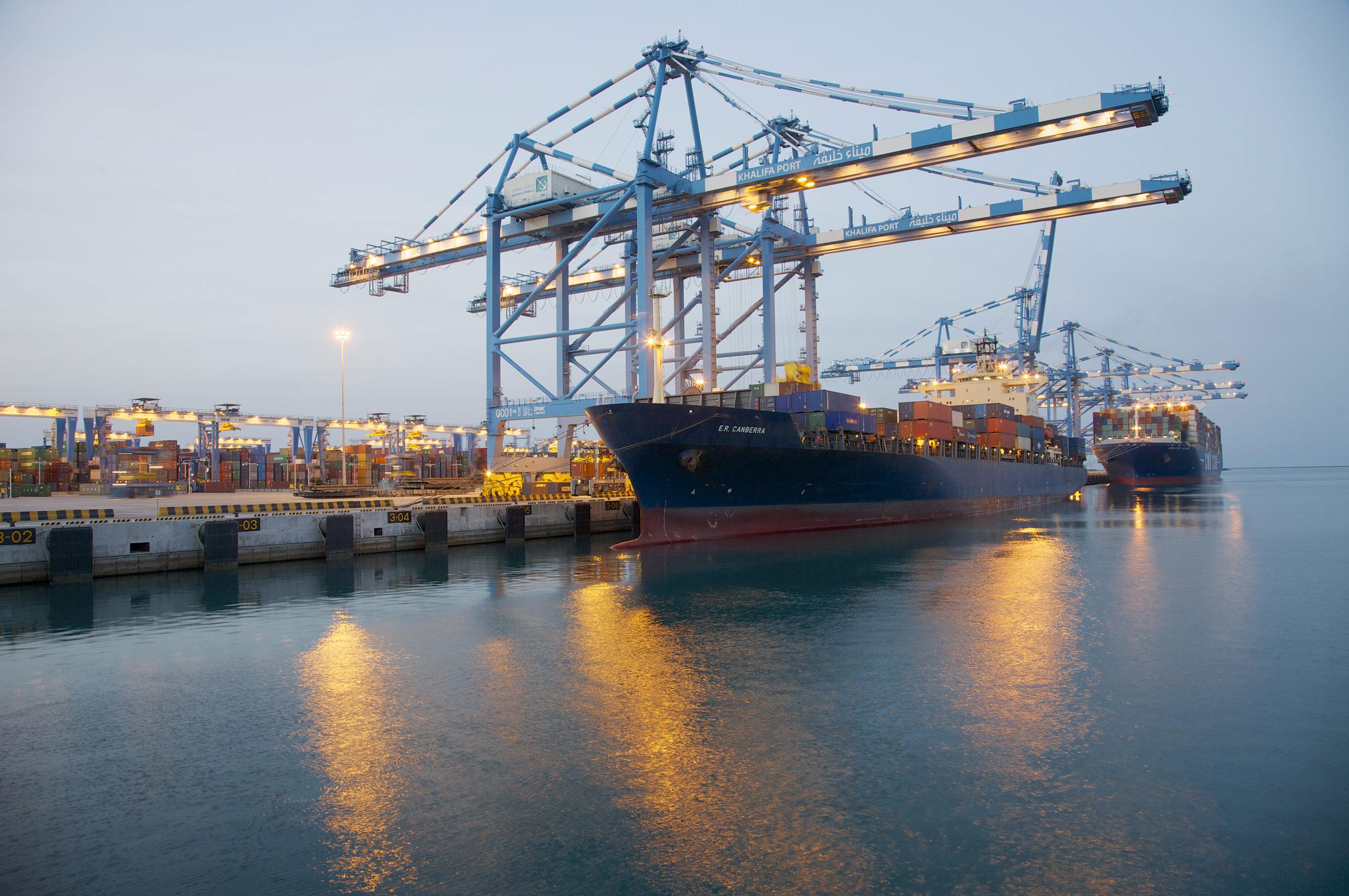 موانئ أبوظبي تسجل زيادة في عدد الحاويات خلال 2014