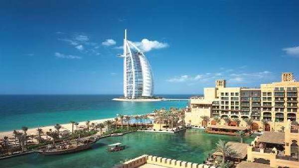 دبي نجحت باستقطاب 100 مليون سائح في 10 سنوات