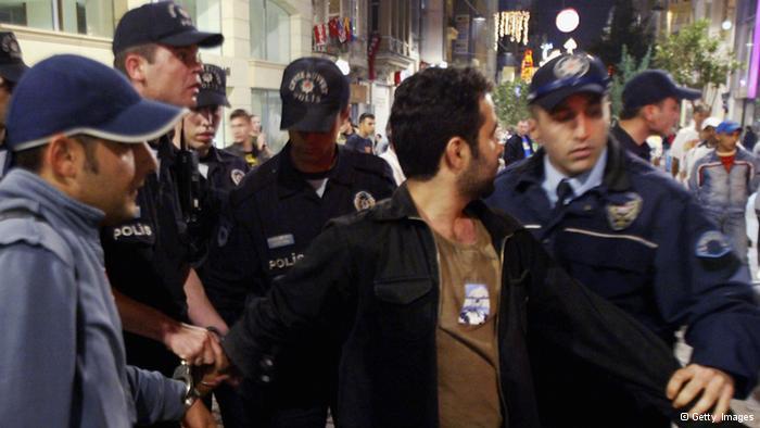 تواصل الحملة.. اعتقال 30 شرطيا بقضية التجسس على أردوغان