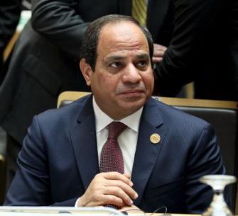 المصريون يواجهون أزمة تغول الدولار بالسخرية