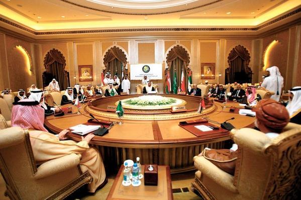 اجتماع الرياض ينهي الأزمة الخليجية ويعيد السفراء الى الدوحة