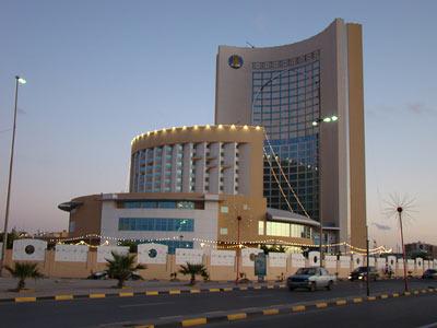 مقتل 4 أشخاص وإصابة 11 آخرين في هجوم بالعاصمة الليبية