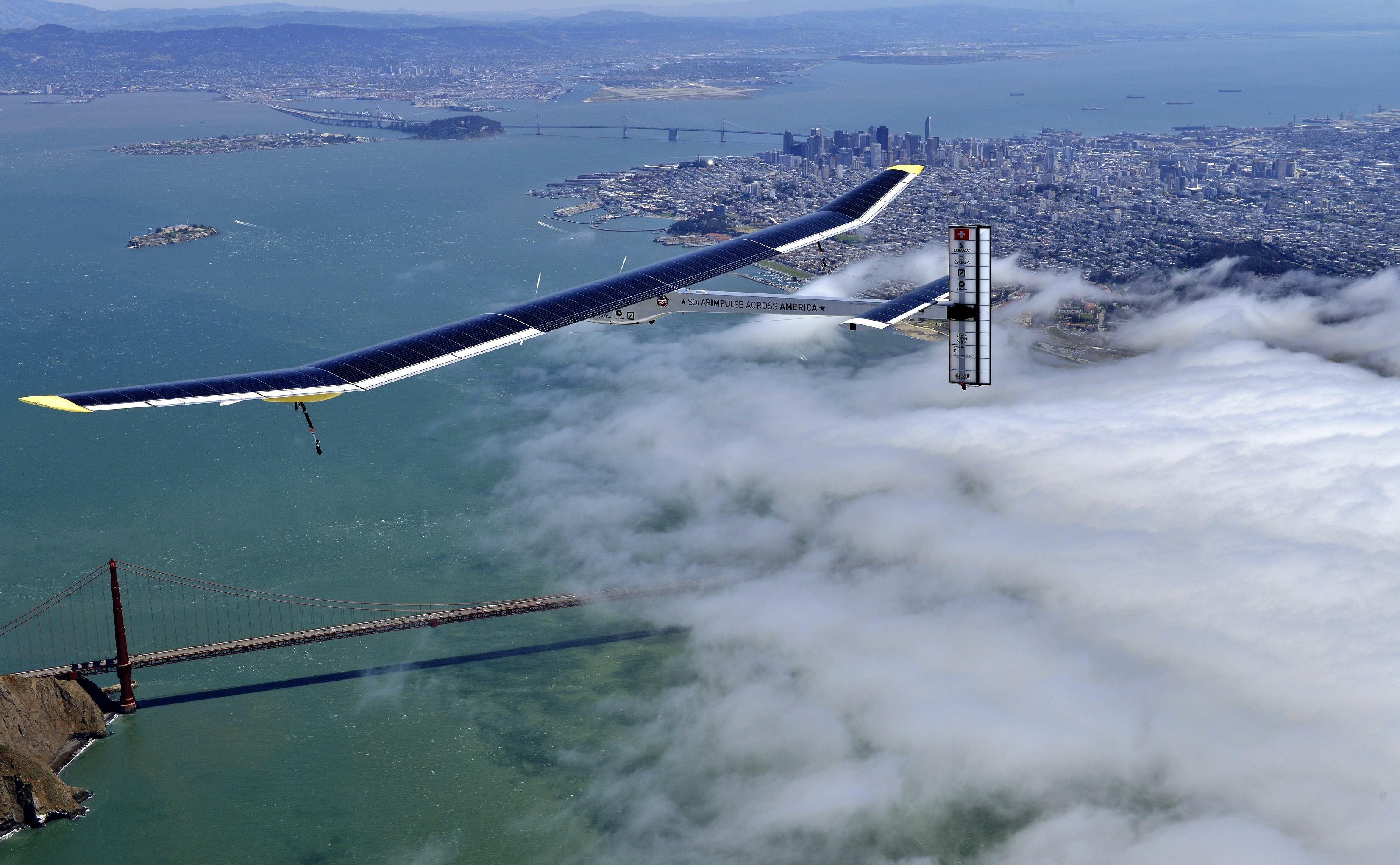اليابانيون يحتشدون لمشاهدة  الطائرة الشمسية سولار إمبلس