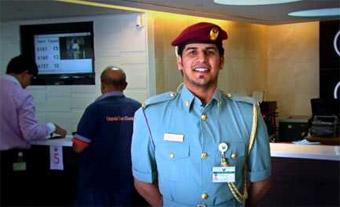 إقامة دبي تحمّل مشاهد موظفيها عبر إنستغرام