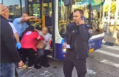 فلسطيني يصيب عشرة اسرائيليين وسط حافلة